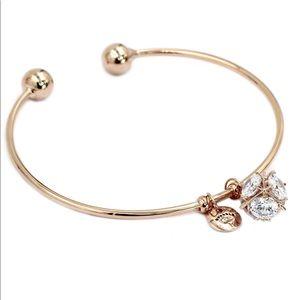 sparkling clover pendant crystal necklace